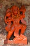 Estátua alaranjada de Lord Hanuman, a deidade hindu do macaco em Varanasi, Índia Imagem de Stock