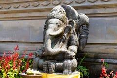 Estátua antiga de Lord Ganesha no complexo do templo de Pura Ulun Danu Bratan Balinese no lago Bratan, Bali, Indonésia Fotos de Stock Royalty Free