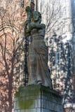 Estátua ao lado da igreja dos DOM em Utrecht Foto de Stock