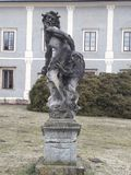 Estátua barroco do castelo em Krnov o infante Jesus de Praga ou criança Jesus de Praga imagens de stock royalty free
