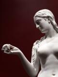 Estátua bonita da véspera com a maçã Fotos de Stock