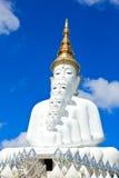 Estátua branca da Buda no templo de Phasornkaew Imagens de Stock