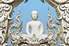 Estátua branca de buddha. Fotografia de Stock Royalty Free