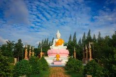 Estátua branca de buddha Foto de Stock Royalty Free