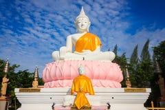 Estátua branca de buddha Fotos de Stock
