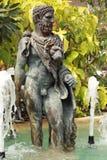 Estátua central da fonte de um deus - na natureza Foto de Stock Royalty Free