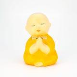 Estátua cerâmica da monge bonito isolada no fundo branco Imagens de Stock