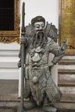 Estátua chinesa do guerreiro no wat po, Tailândia Fotografia de Stock Royalty Free