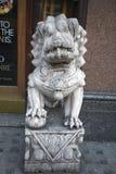 Estátua chinesa do leão do dragão fotografia de stock royalty free
