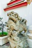 Estátua chinesa no templo budista, Banguecoque Fotos de Stock Royalty Free