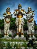 Estátua com a armadura dourada foto de stock