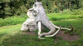 A estátua concreta da cabeça do mammoth Fotografia de Stock