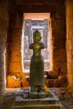 Estátua da arte do Khmer do Bodhisattva do deus no castelo ou no PR tailandês antigo Imagens de Stock Royalty Free