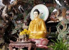 Estátua da Buda com dragões Fotos de Stock Royalty Free