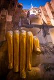 Estátua da Buda com grande mão do ouro Imagem de Stock