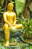 Estátua da Buda do ouro Imagens de Stock Royalty Free