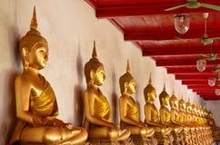 Estátua da Buda do ouro Fotos de Stock Royalty Free