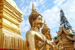 Estátua da Buda do ouro Fotografia de Stock Royalty Free