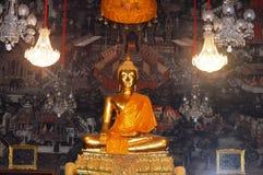 Estátua da Buda do ouro Imagem de Stock