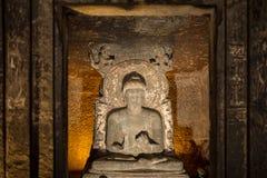 A estátua da Buda em Ajanta cava perto de Aurangabad Fotografia de Stock Royalty Free