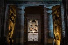 A estátua da Buda em Ajanta cava perto de Aurangabad Fotos de Stock Royalty Free