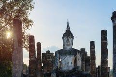 Estátua da Buda em ruínas velhas do templo budista Fotos de Stock Royalty Free