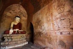 A estátua da Buda em um pagode de Bagan Fotografia de Stock