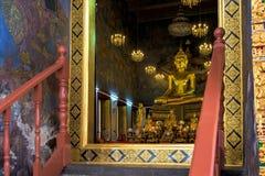 Estátua da Buda em Wat Suthat Thep Wararam, Banguecoque, Tailândia Fotografia de Stock Royalty Free