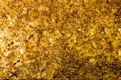 Estátua da Buda enchida com as folhas do ouro fotografia de stock
