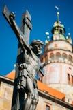 Estátua da cruz cristã com Jesus em Cesky Foto de Stock