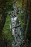 Estátua da cruz e do anjo Imagens de Stock Royalty Free