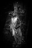 Estátua da cruz e do anjo Imagens de Stock