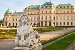 A estátua da esfinge no palácio do Belvedere jardina, Viena, Áustria foto de stock