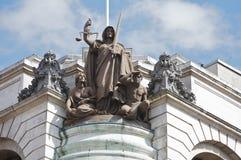 Estátua da lei & do pedido no mármore imagens de stock