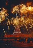 Estátua da liberdade, celebração com navios altos, final da liberdade 100 dos fogos-de-artifício, New York, New York Fotografia de Stock Royalty Free