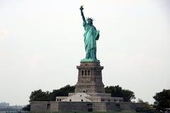 A estátua da liberdade dedicada o 28 de outubro de 1886 é um dos ícones os mais famosos dos EUA foto de stock