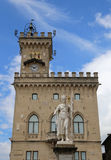 Estátua da liberdade na praça da cidade da enclave de São Marino Fotografia de Stock