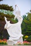 A estátua da menina fotografia de stock royalty free
