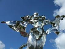 Estátua da paz em Normandy, França - a terra arrendada de prata da mulher mergulhou Fotografia de Stock