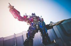 Estátua da prima de Optimus no universal foto de stock royalty free