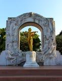 Estátua da réplica de Johann Strauss foto de stock royalty free