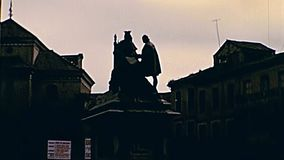 Estátua da rainha Isabella e do Columbo de Granada video estoque