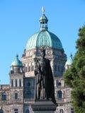 Estátua da rainha Victoria com paridade Imagem de Stock Royalty Free