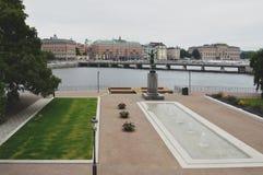 A estátua da represa e do bronze do espelho do solista, uma escultura por Carl Milles no Strömparterren em Éstocolmo, Suécia Imagens de Stock