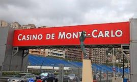 Estátua da rua, do quadro indicador e do bronze, Mônaco, Monte - Carlo Imagem de Stock Royalty Free