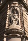 Estátua da sabedoria que decora a construção do ` s do secretário-geral fotos de stock royalty free