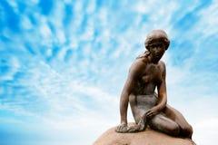 Estátua da sereia pequena em Copenhaga Imagem de Stock