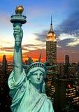 A estátua da skyline da liberdade e do New York City Imagens de Stock Royalty Free
