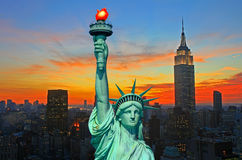 A estátua da skyline da liberdade e do New York City Fotos de Stock Royalty Free