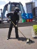 A estátua da vassoura de rua fotos de stock royalty free